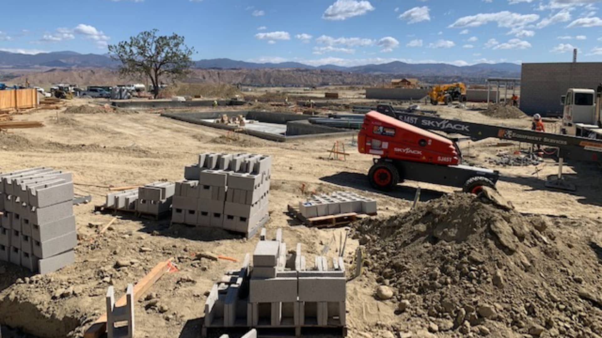 A net zero community development under construction in Valencia.
