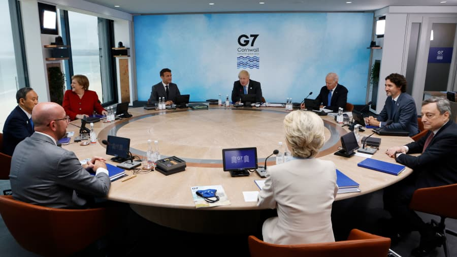 kiri Presiden Dewan Eropa Charles Michel, Perdana Menteri Jepang Yoshihide Suga, Kanselir Jerman Angela Merkel, Presiden Prancis Emmanuel Macron, Perdana Menteri Inggris Boris Johnson, Presiden AS Joe Biden, Perdana Menteri Kanada