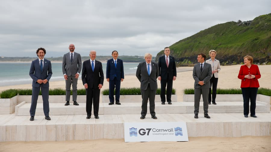 Dari kiri ke kanan Justin Trudeau, Perdana Menteri Kanada, Charles Michel, Presiden Dewan Eropa, Presiden AS Joe Biden, Yoshihide Suga, Perdana Menteri Jepang, Boris Johnson, Perdana Menteri Inggris, Mario Draghi, Perdana Menteri Italia, Emm