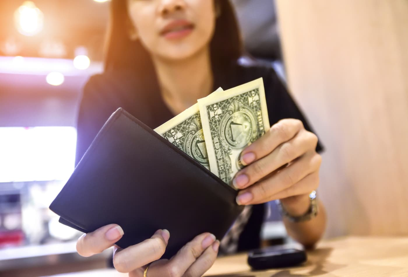 Here's how much cash you should carry around in your wallet