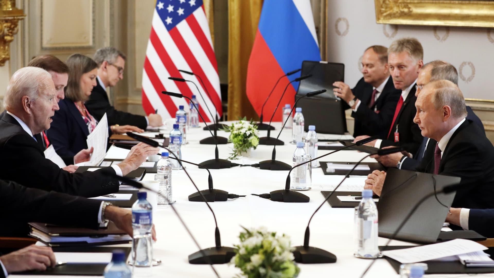 US President Joe Biden (L) and Russia's President Vladimir Putin (R) meet for talks at the Villa La Grange.