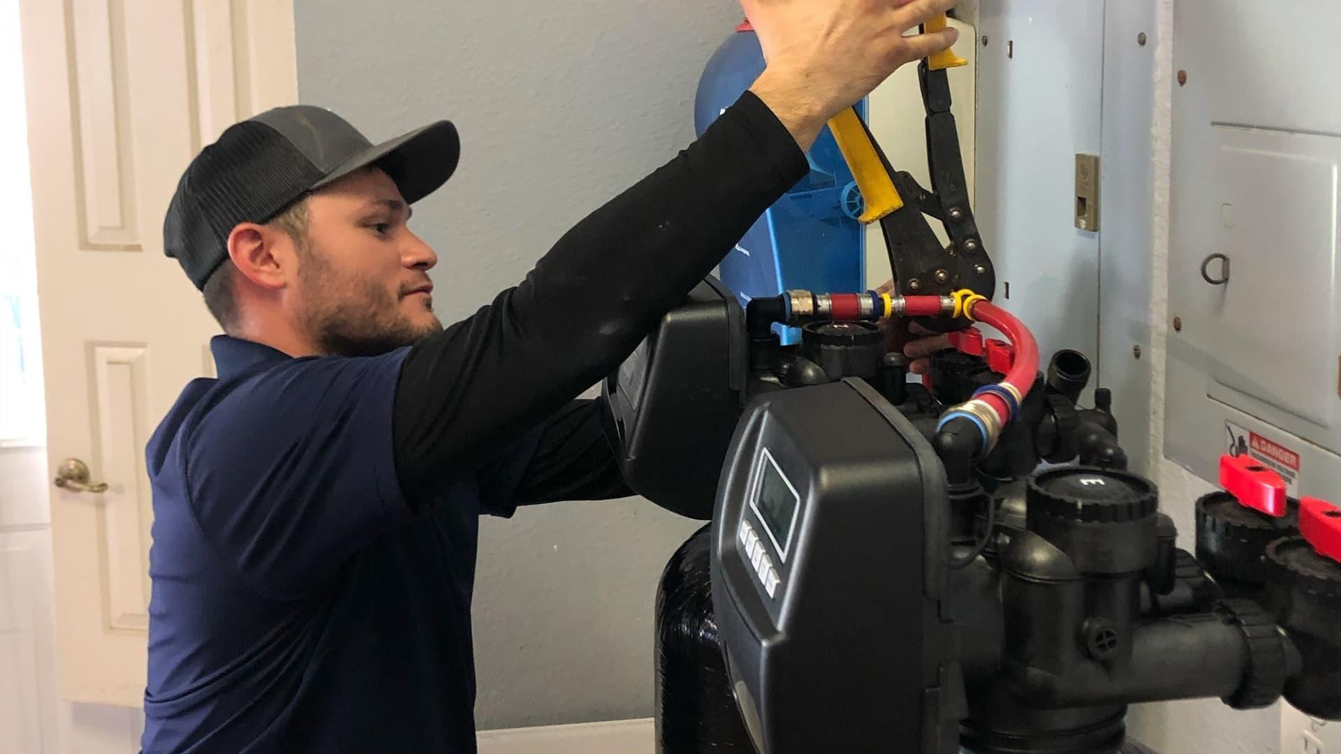 Richard Armendariz working.