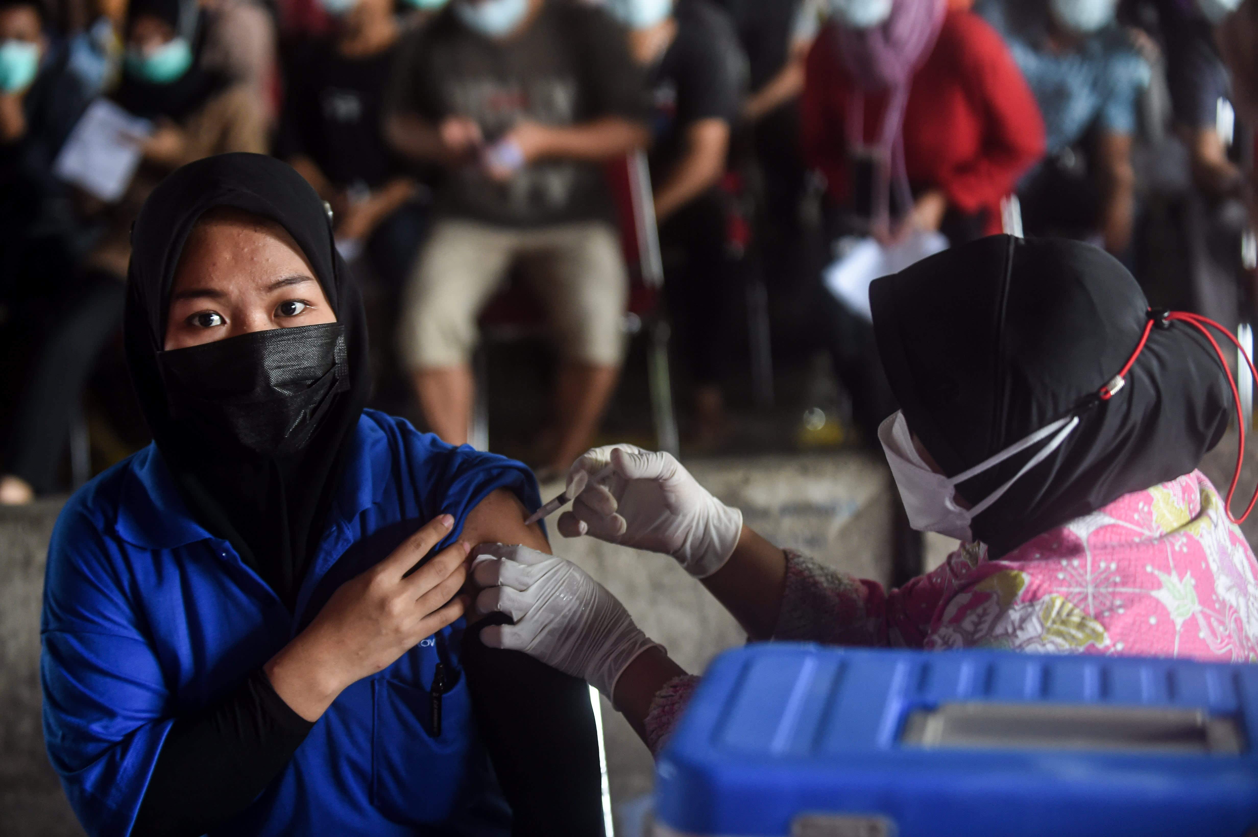 , The world 'desperately' needs rich countries to donate Covid vaccines, says former New Zealand prime minister, The World Live Breaking News Coverage & Updates IN ENGLISH