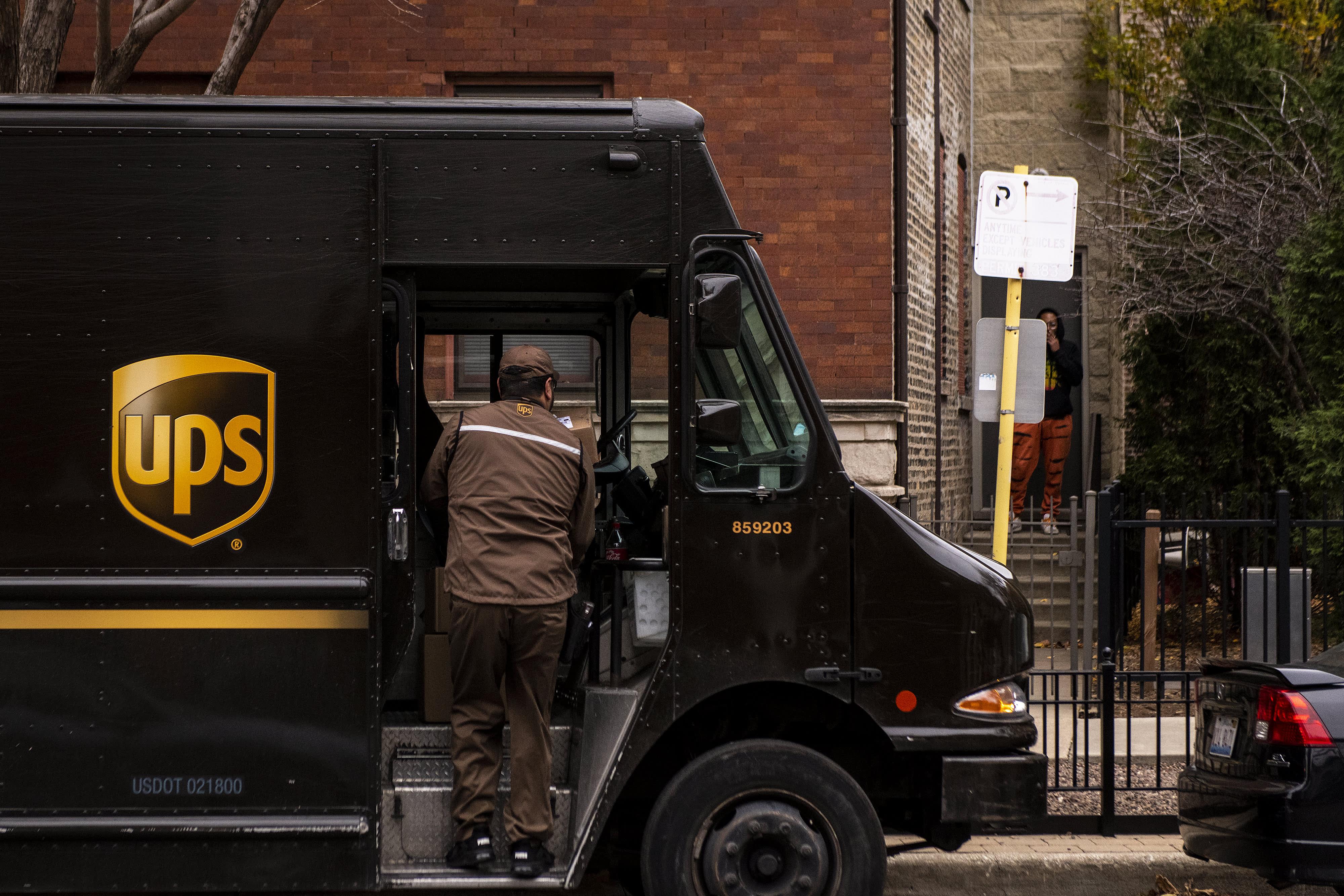 UPS profit rises 23% on e-commerce demand