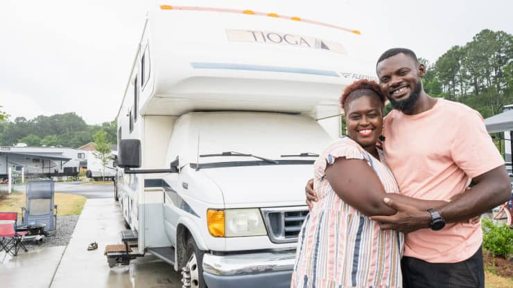 How This Family Makes ,000 a Year After Selling Their House to Live in an RV and Travel Across the U.S.