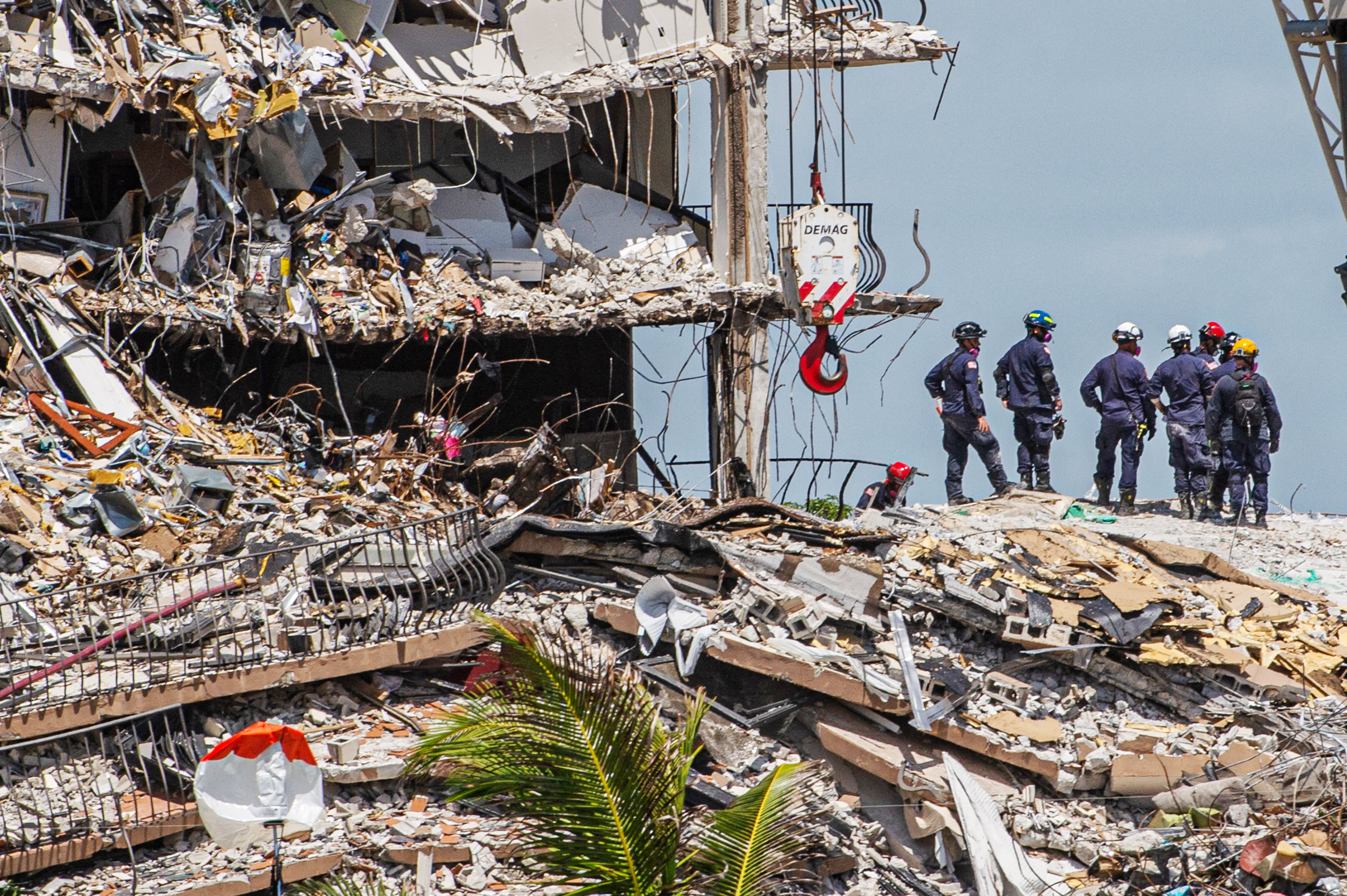 A minimum of 9 dead, 152 unaccounted for in Florida condominium tower collapse thumbnail