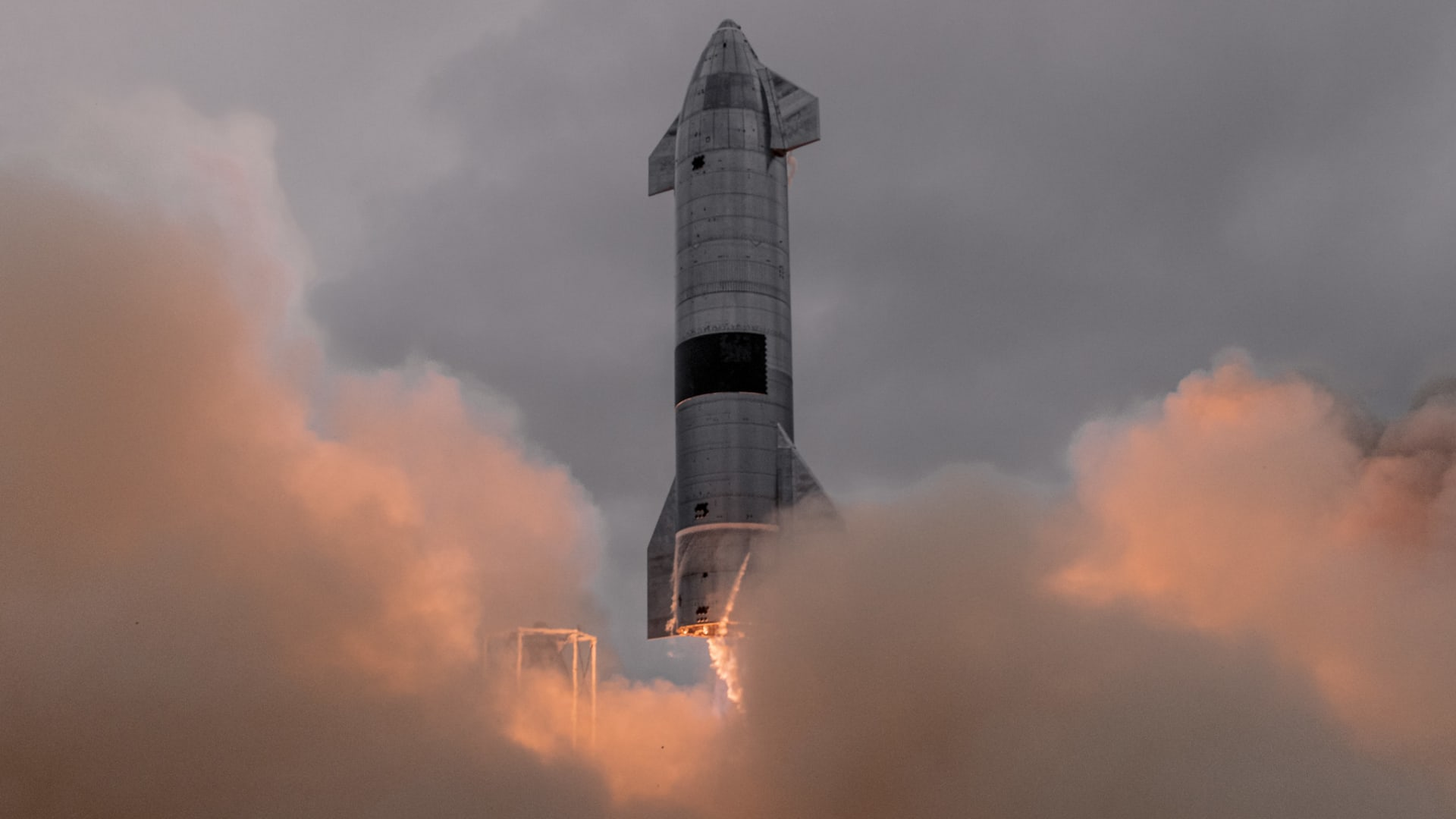Starship prototype rocket SN15 launches from Boca Chica, Texas.