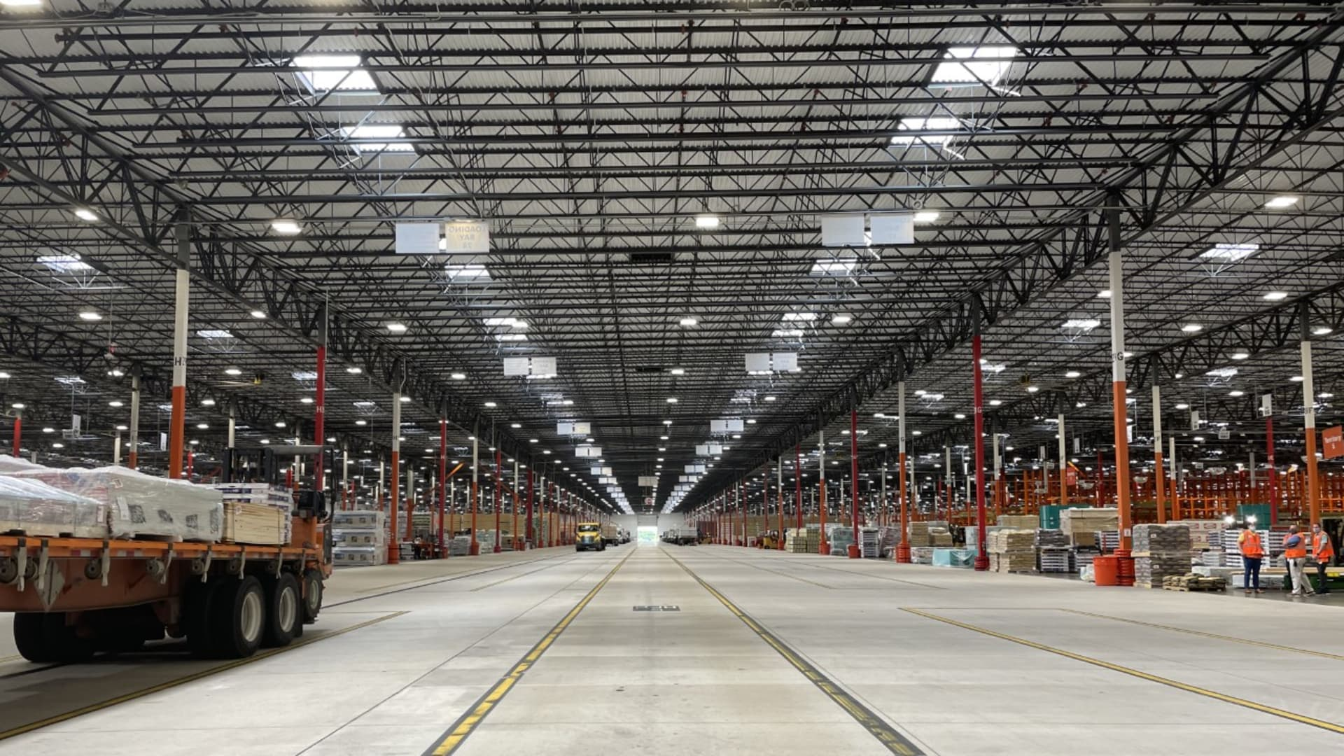 Home Depot has a flatbed distribution center in the Dallas area. It is opening more of the facilities across the country to help fulfill home professionals' large orders.