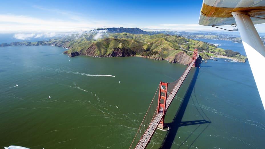 """Un giro in idrovolante offre """"viste incredibili"""" del Golden Gate Bridge e della città di San Francisco, ha affermato Ruzwana Bashir di Peek."""