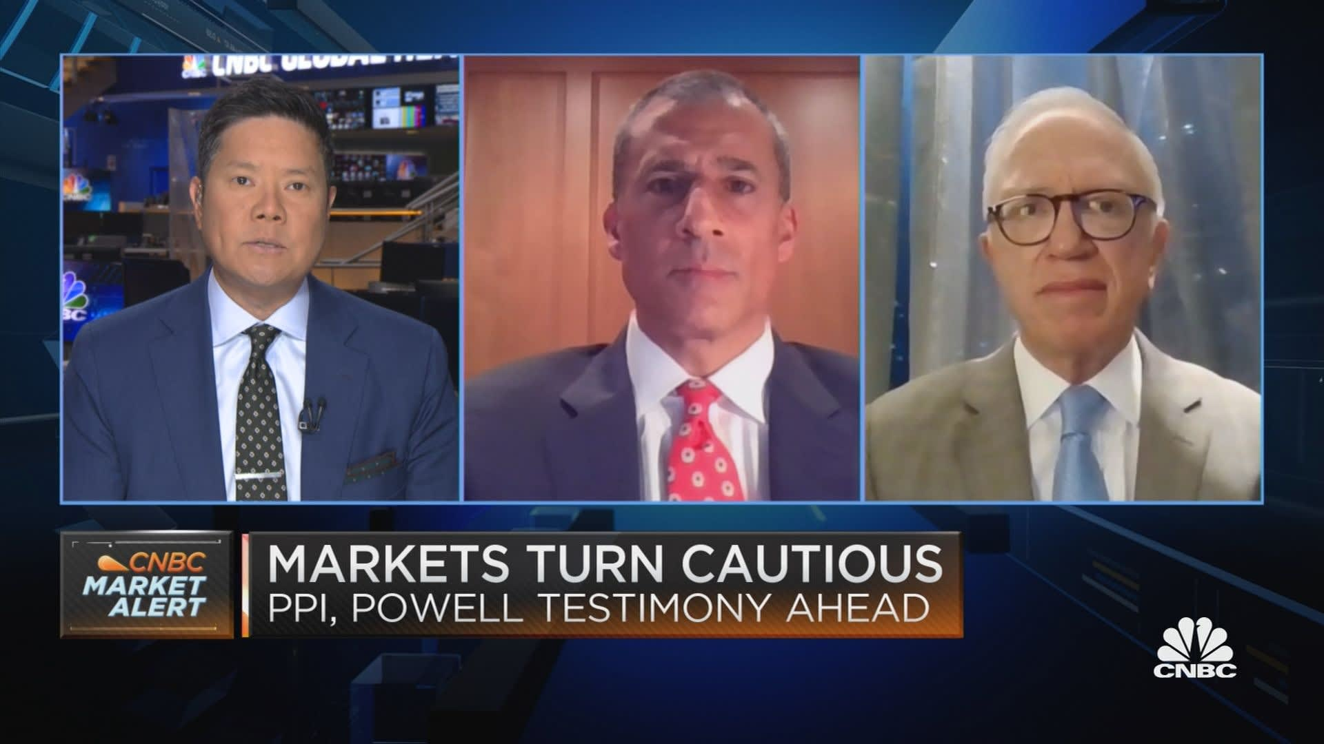 Top market watchers say the Fed is so dovish that it's setting stocks up for a 'Goldilocks-cubed' scenario