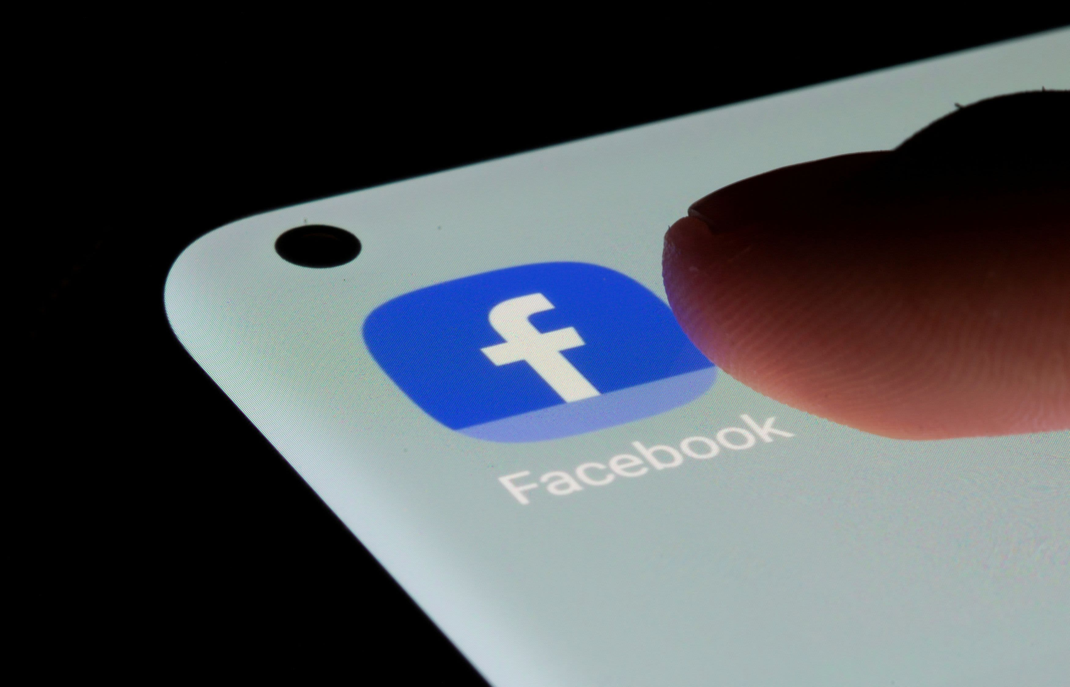 Facebook says it underreported ad performance due to Apple's iPhone privacy update - CNBC