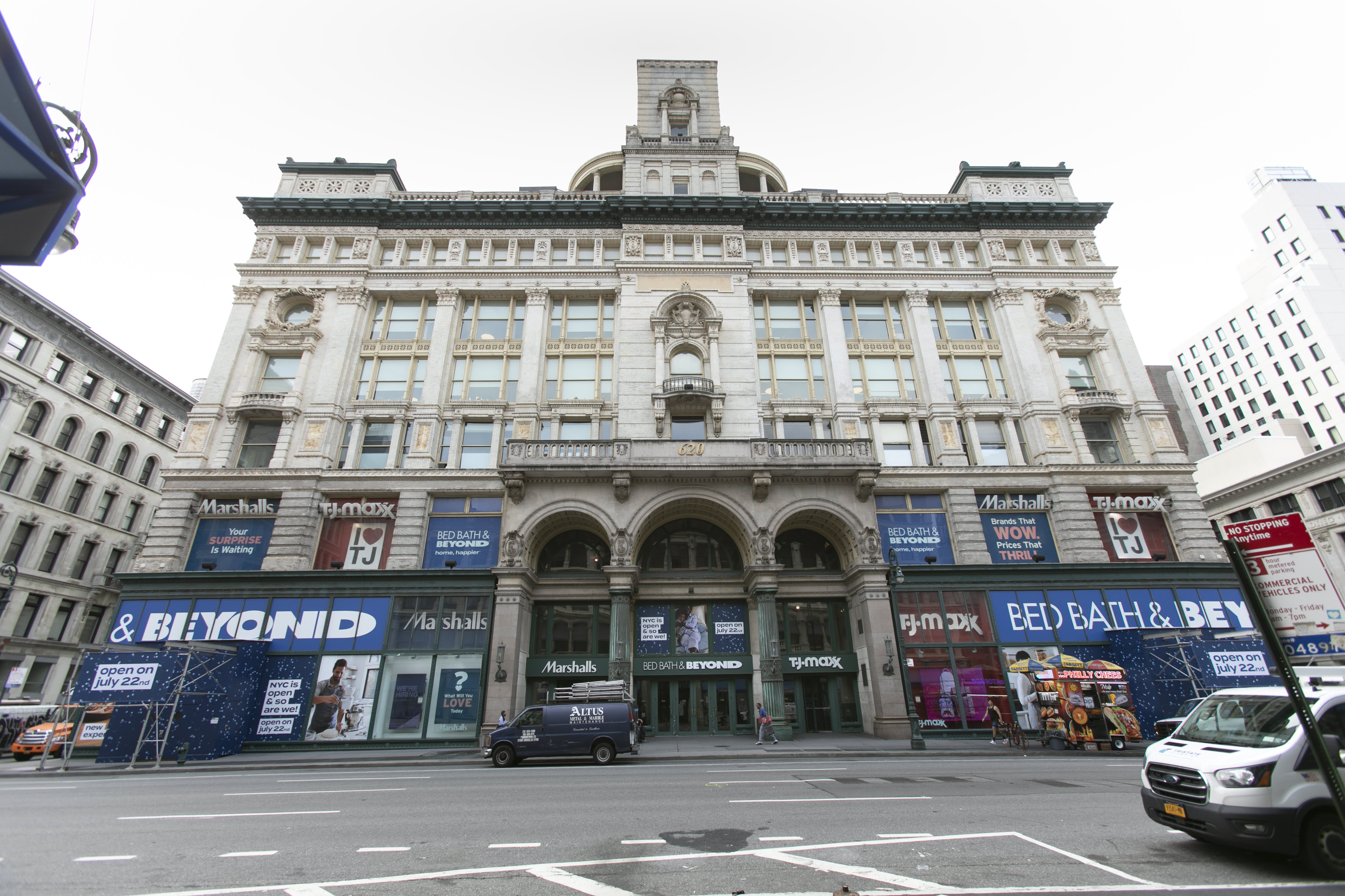On Thursday morning, Bed Bath & Beyond will officially swing open the doors of its newly remodeled flagship location in New York City.