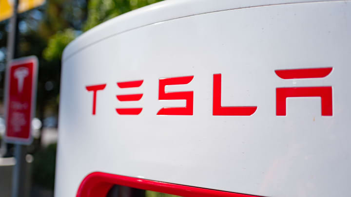 cnbc.com - Samantha Subin - Tesla shares rise after Hertz says it will buy 100,000 electric vehicles