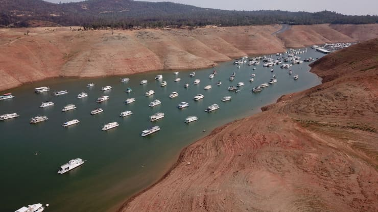 25 July 2021 aerial photo of Lake Oroville, California reservoir; historic low water level disrupts hydropower generating operations in 54-year history | photo credit Robyn Beck for AFP Getty Images