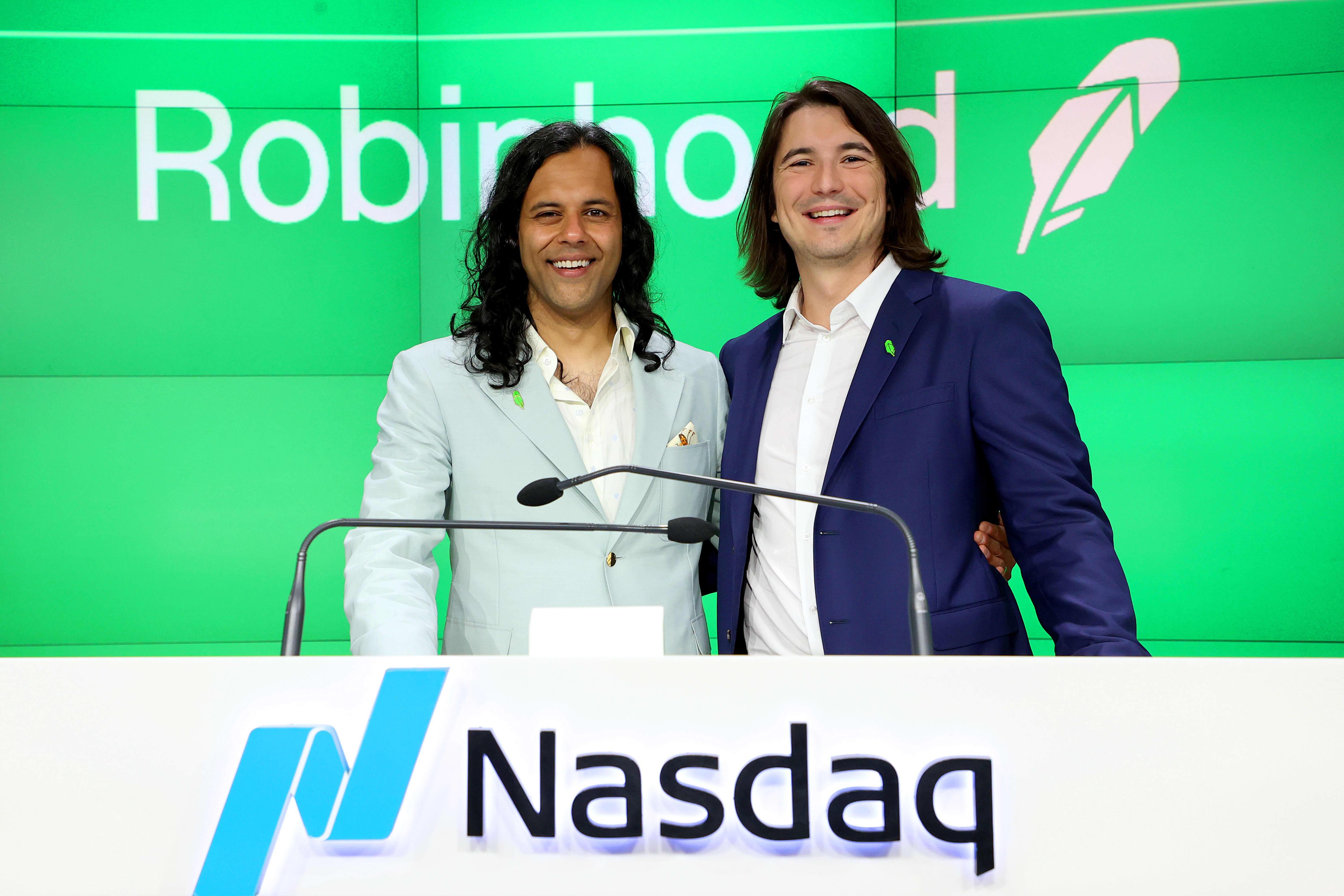 Robinhood drops 10% in stock trading app's Nasdaq debut
