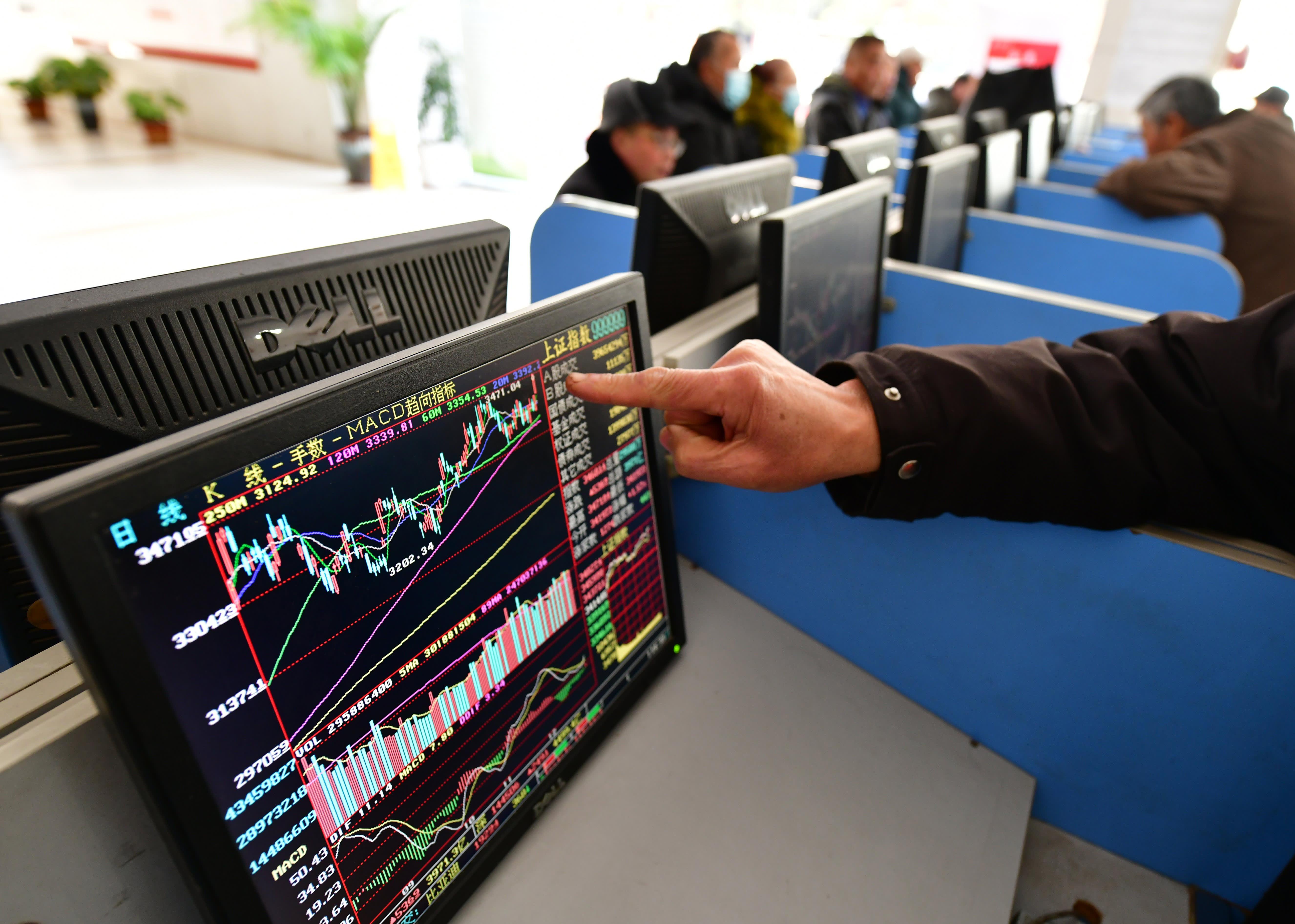 China may be cracking down, but investors put $3.6 billion into Chinese stocks last week
