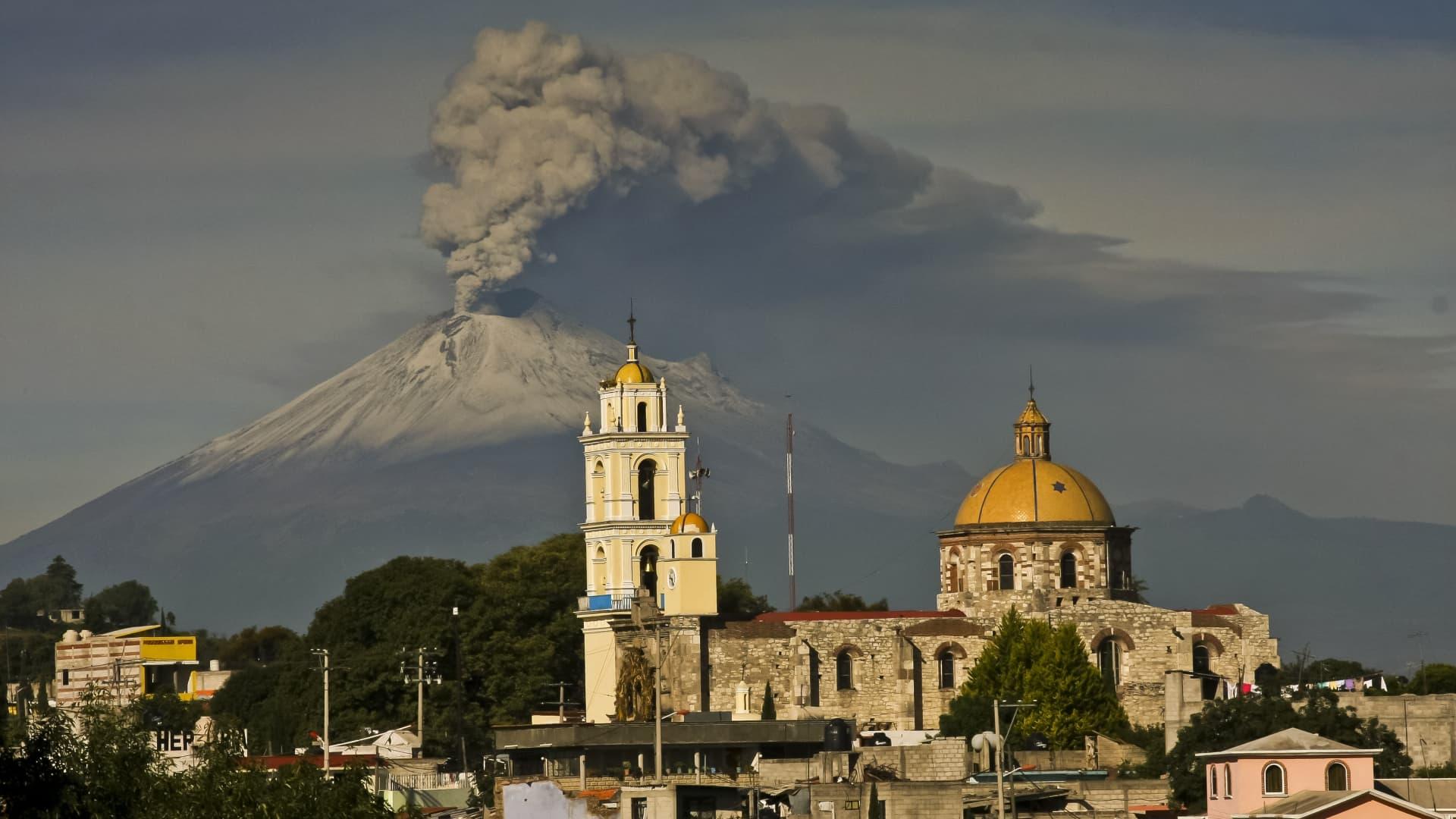 Ash spews from Mexico's Popocatepetl volcano on July 9, 2013.