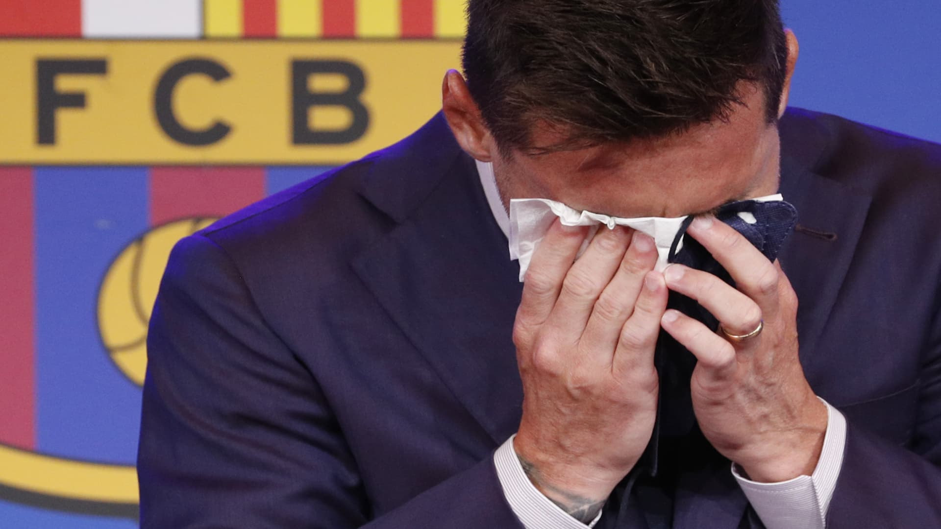 Lionel Messi holds an emotional FC Barcelona press conference.