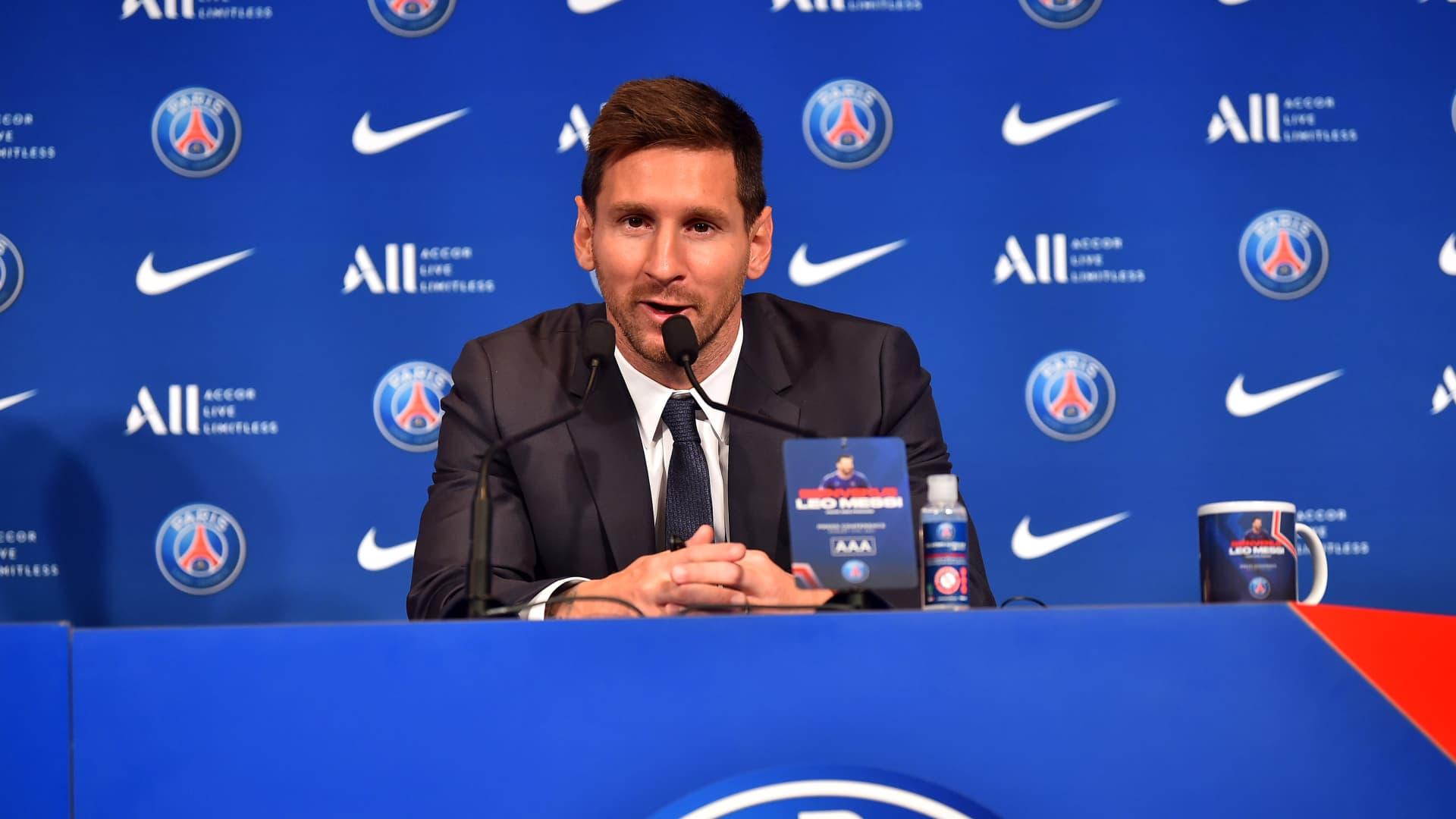Lionel Messi answers journalists during the press conference of Paris Saint-Germain at Parc des Princes on August 11, 2021 in Paris, France.