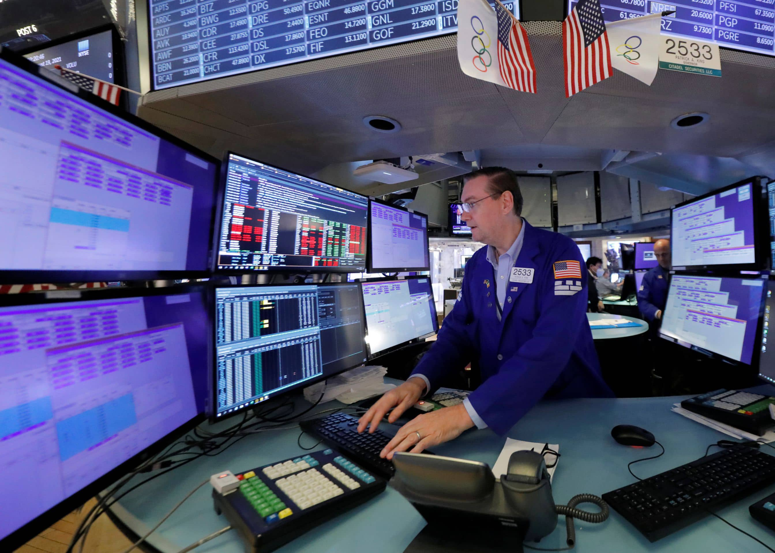 Saham berjangka lebih besar setelah Dow, S&P menghentikan jeda penurunan 4 hari menyusul tekad Fed thumbnail