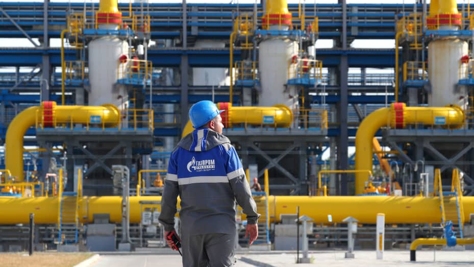 Một cơ sở lọc đầu ra của đơn vị xử lý khí tại trạm nén Slavyanskaya (do Gazprom vận hành), điểm bắt đầu của đường ống dẫn khí đốt tự nhiên ngoài khơi Nord Stream 2.  Theo Phó Thủ tướng Nga Alexander Novak, việc xây dựng Nord Stream 2 sẽ hoàn thành vào cuối năm nay.