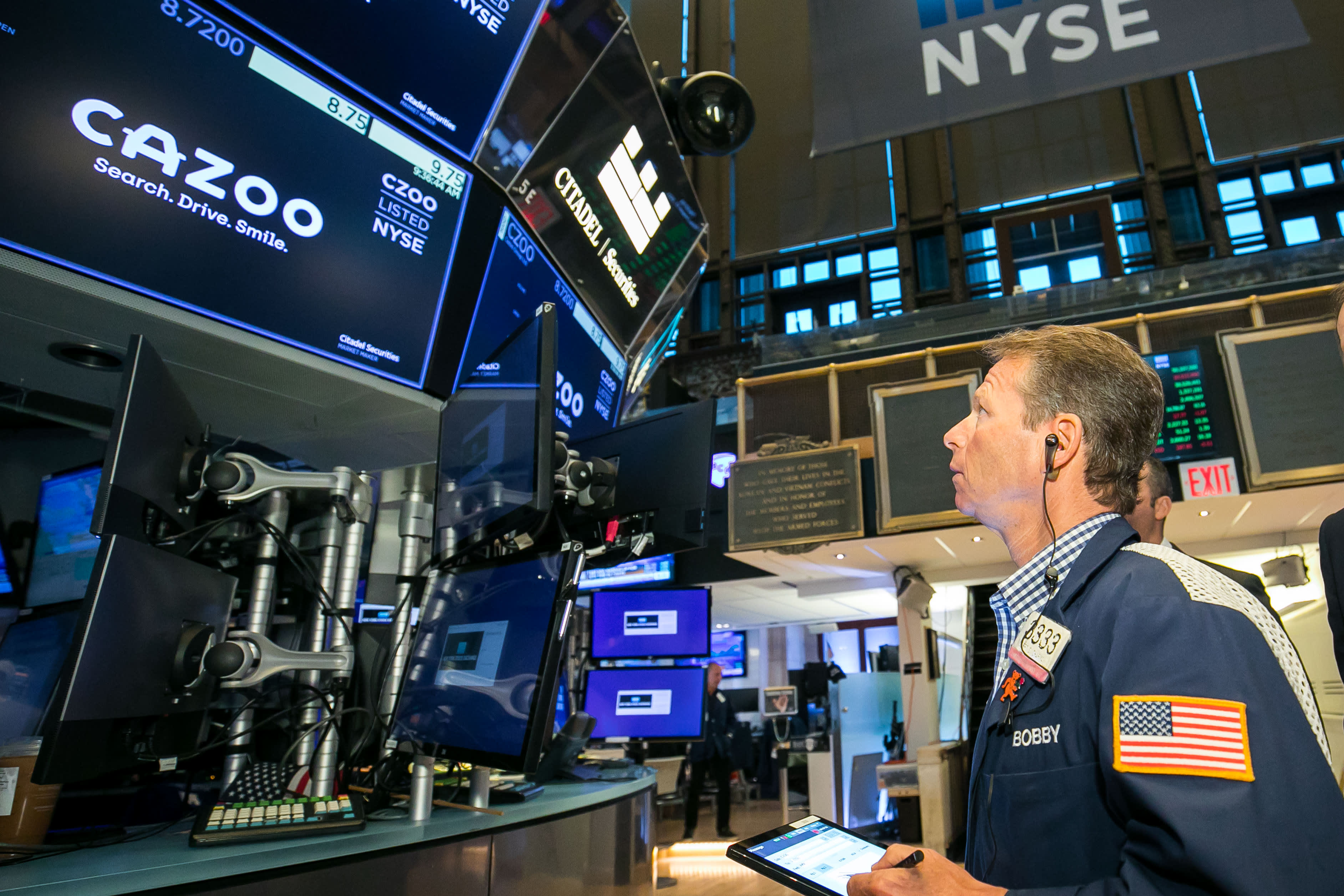 Stock futures dip after Dow notches three straight losing weeks for first time in 2021