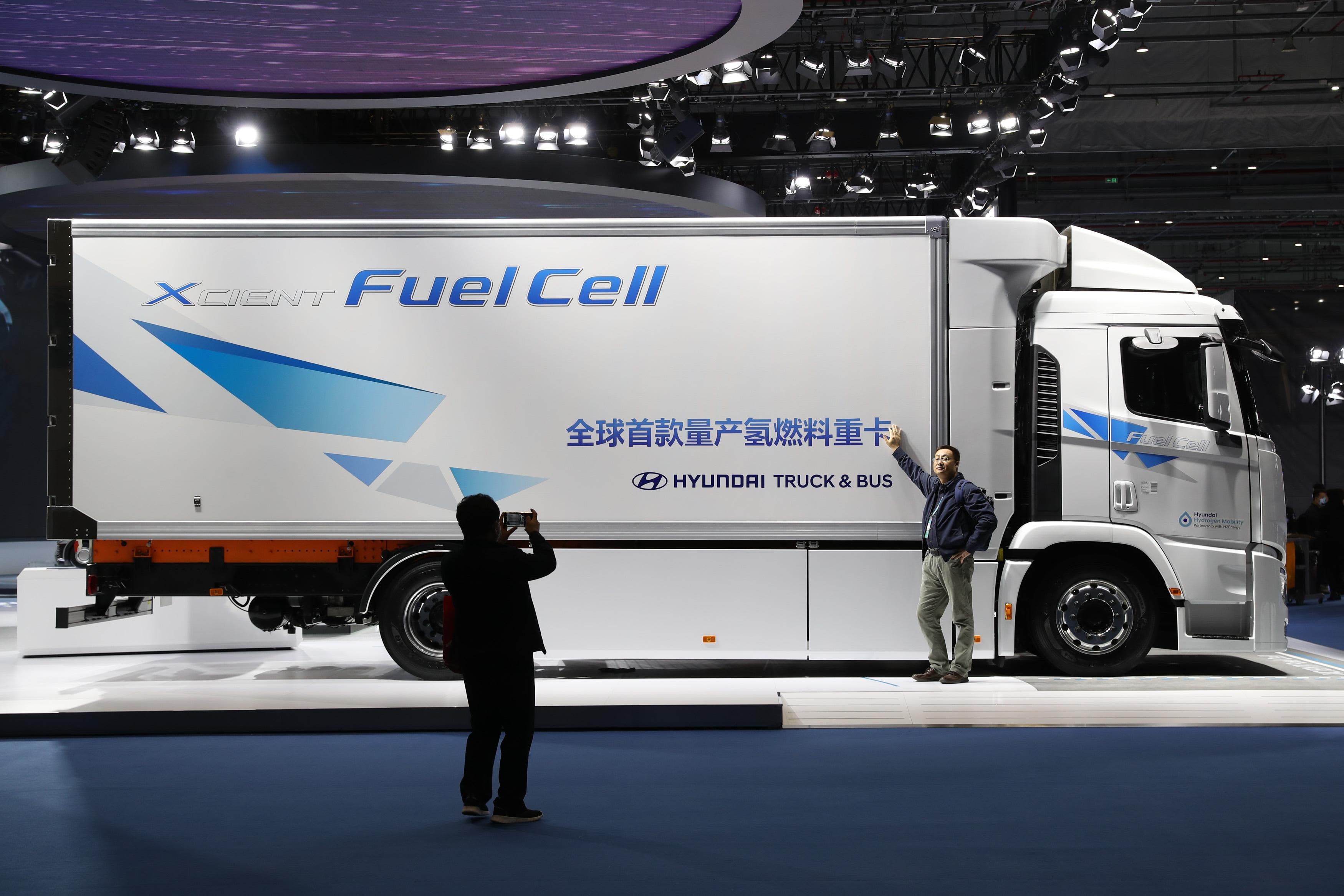 Photo of Hyundai wants hydrogen fuel cell versions of all its commercial vehicle models by 2028