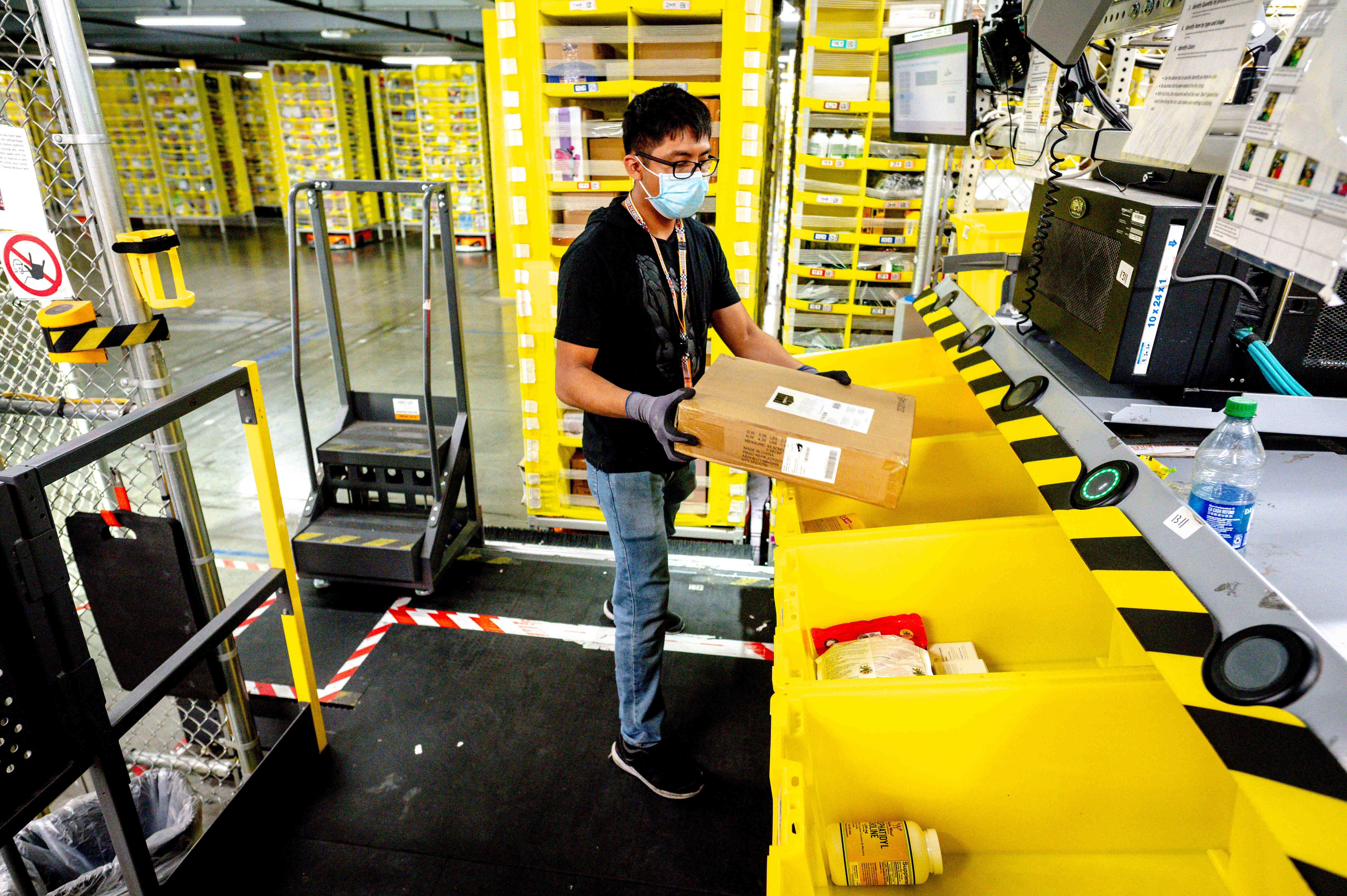 Amazon plans to hire 150,000 seasonal staff for the holiday season