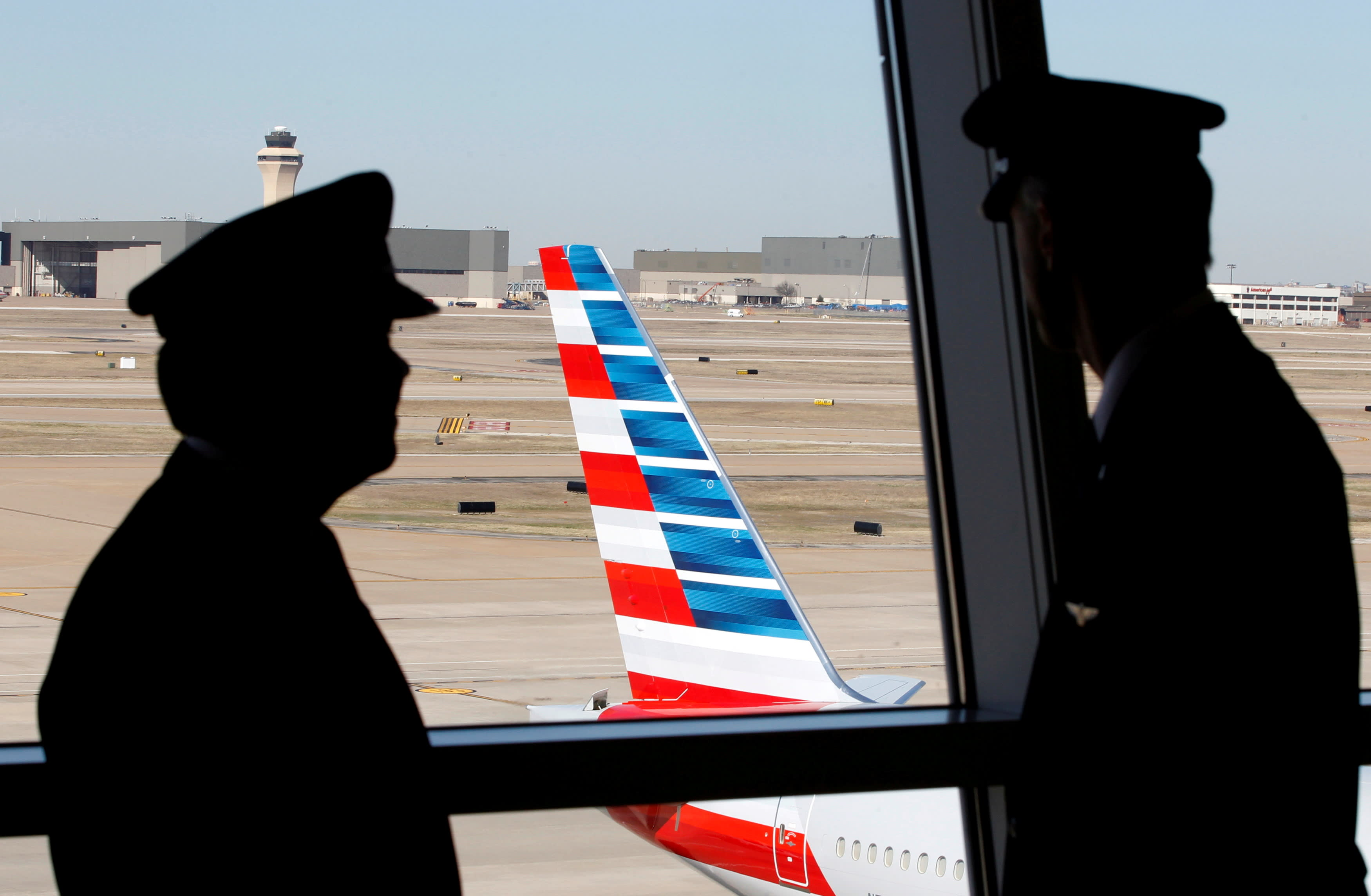 American Airlines pilots want managers replaced over flight disruptions