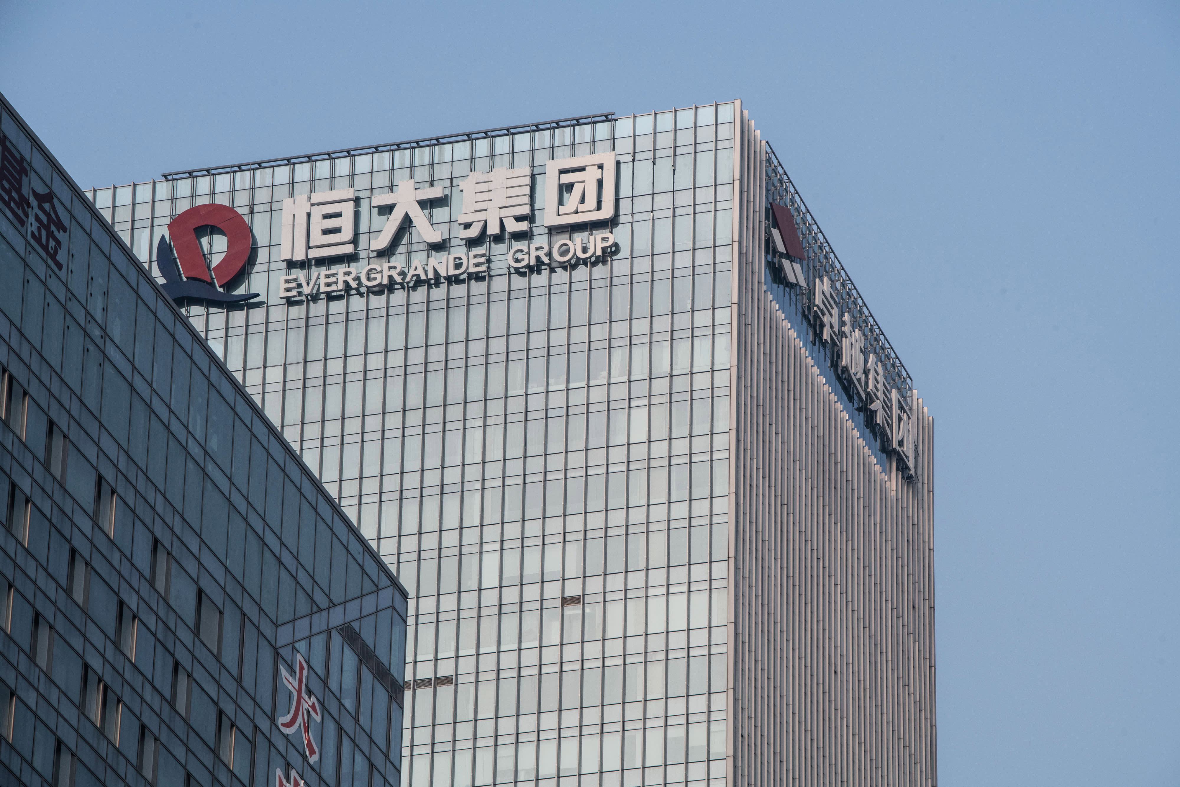 China Evergrande shares briefly plunge more than 10%, after .6 billion asset sale falls through