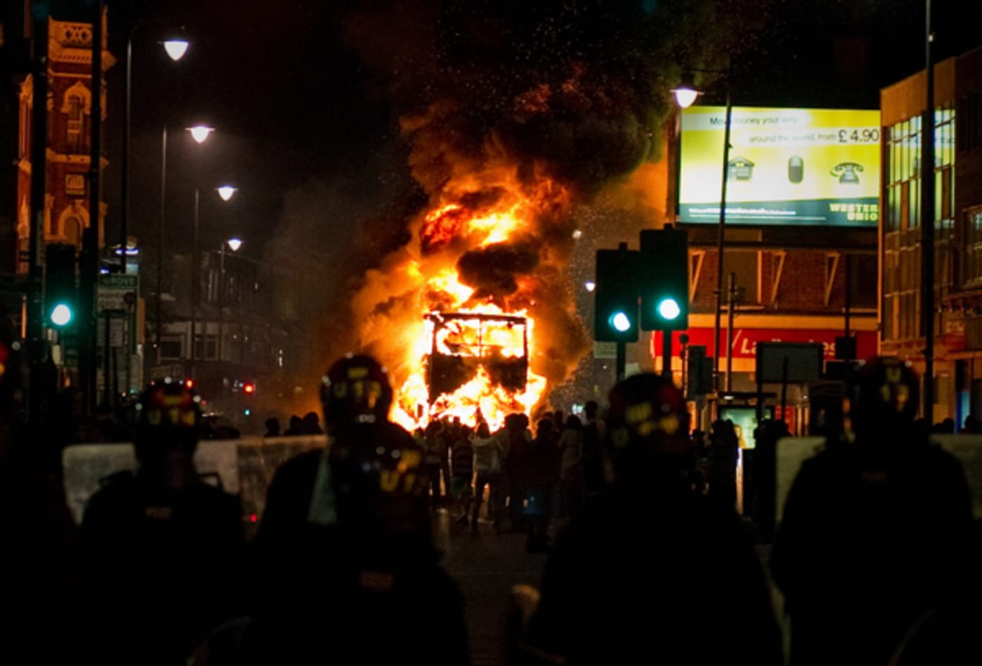 CNBC_scenes_from_london_riots_bus.jpg