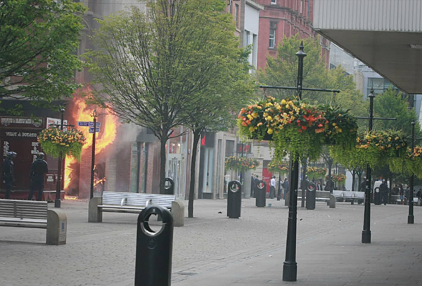 CNBC_scenes_from_london_riots_manchester_fire.jpg