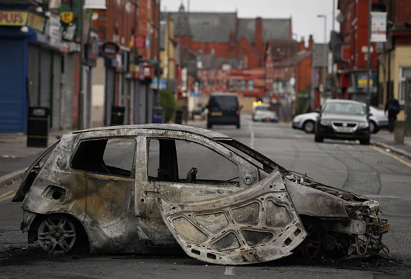 CNBC_scenes_from_london_riots_toxteth_car.jpg