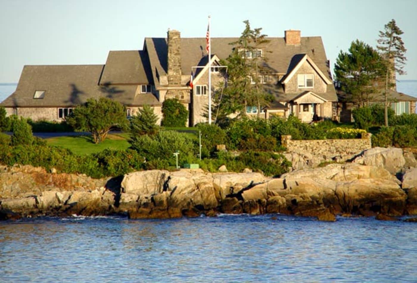 SS_Celebrity_Escape_Homes_George_Bush.jpg