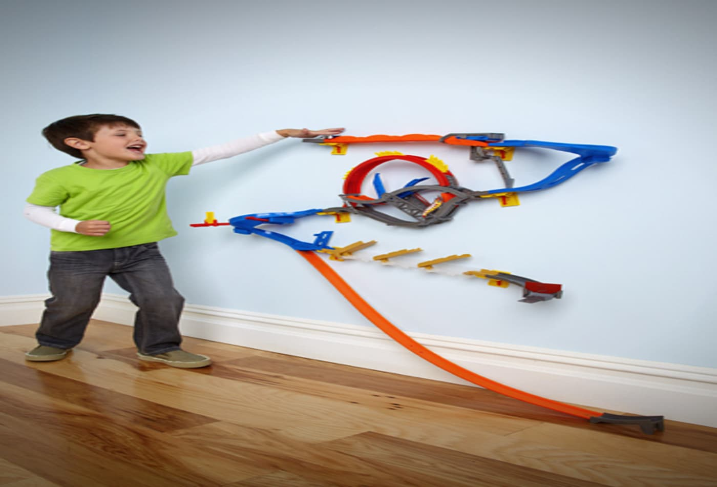 CNBC-toys-hot-wheels-wall-tracks-600.jpg