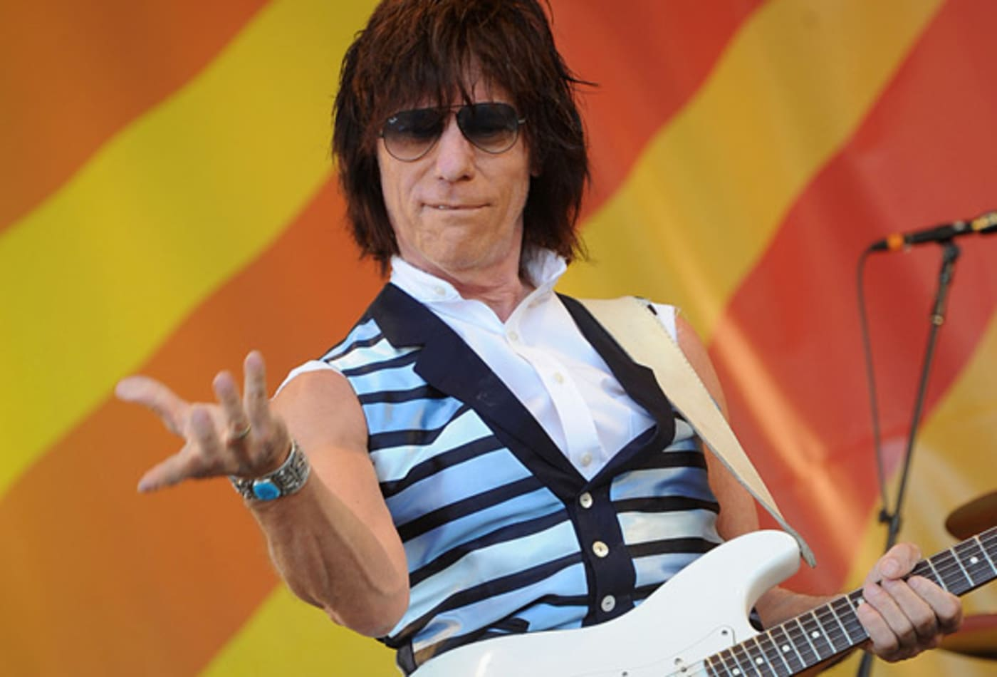jeff-beck-fingers.jpg