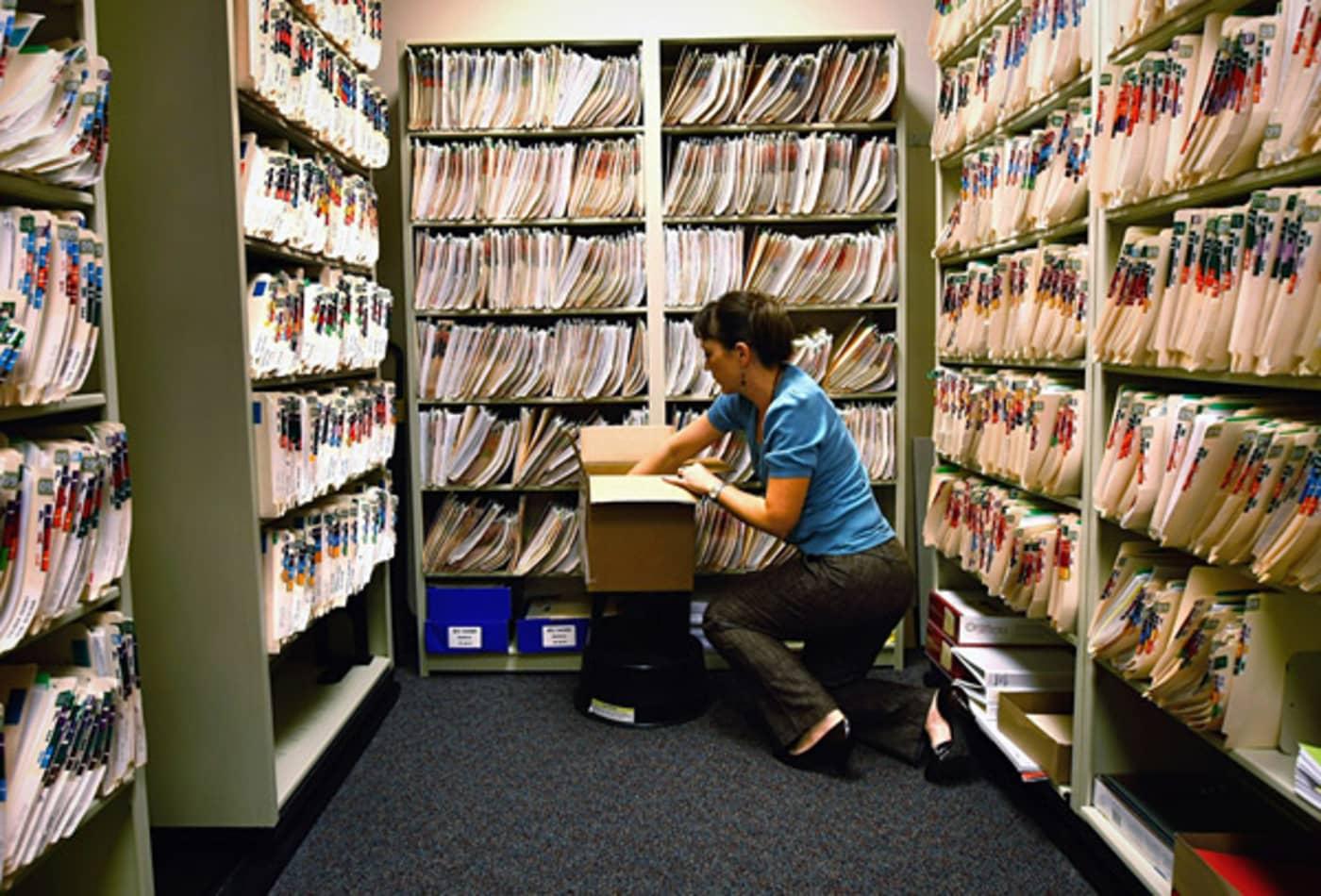 medical-records-tech.jpg
