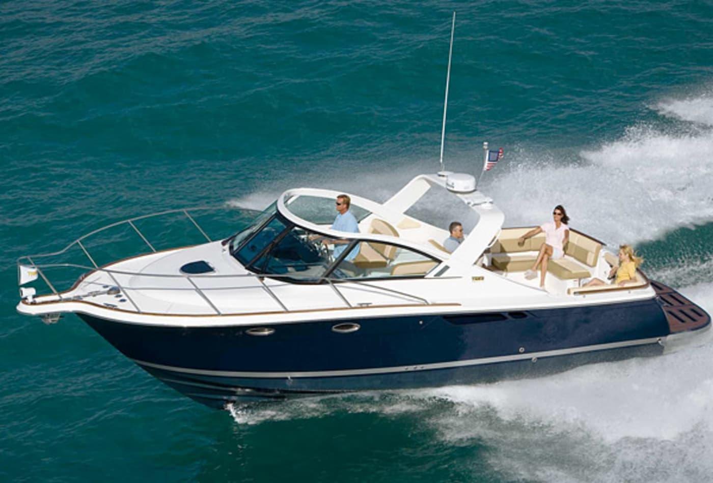 Scenes-from-2012-boat-show-tiara3100.jpg