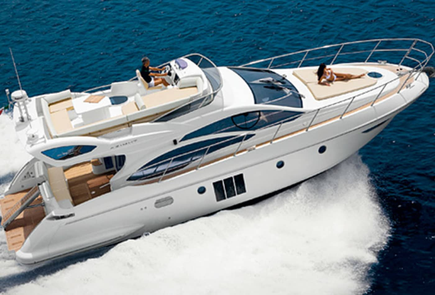Scenes-from-2012-boat-show-azimut48.jpg