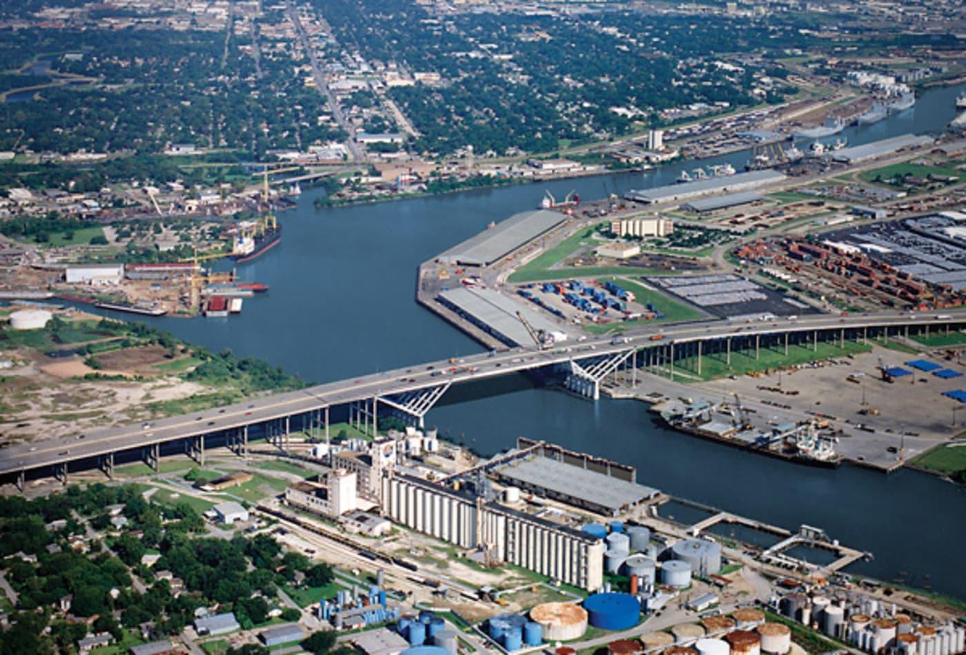 15-Busiest-US-Trade-Hubs-port-of-houston.jpg