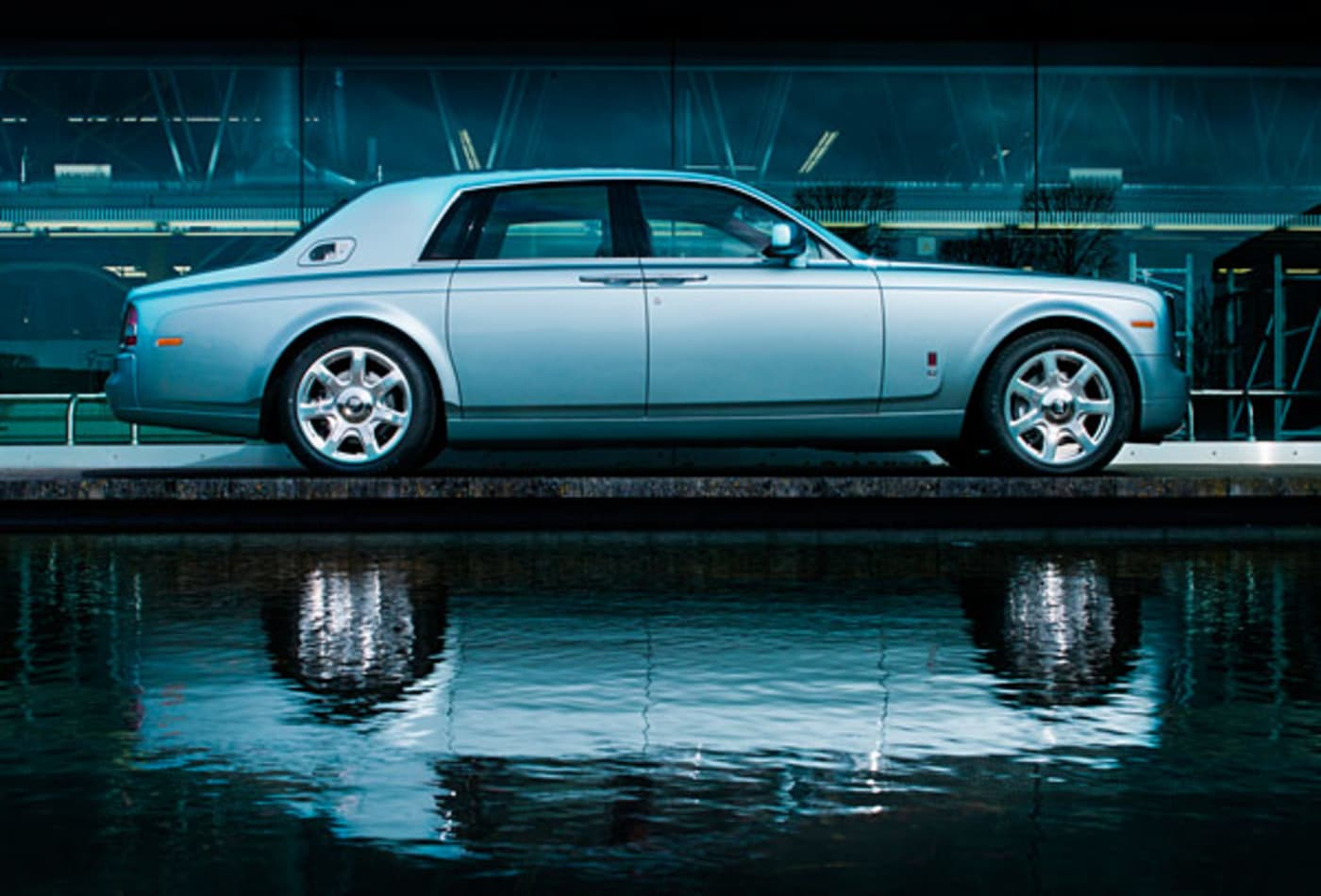 Rolls-Royce-102EX-Luxurious-Electric-Cars.jpg
