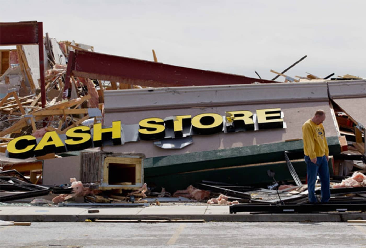 scenes-from-the-midwest-tornadoes-cash-store.jpg