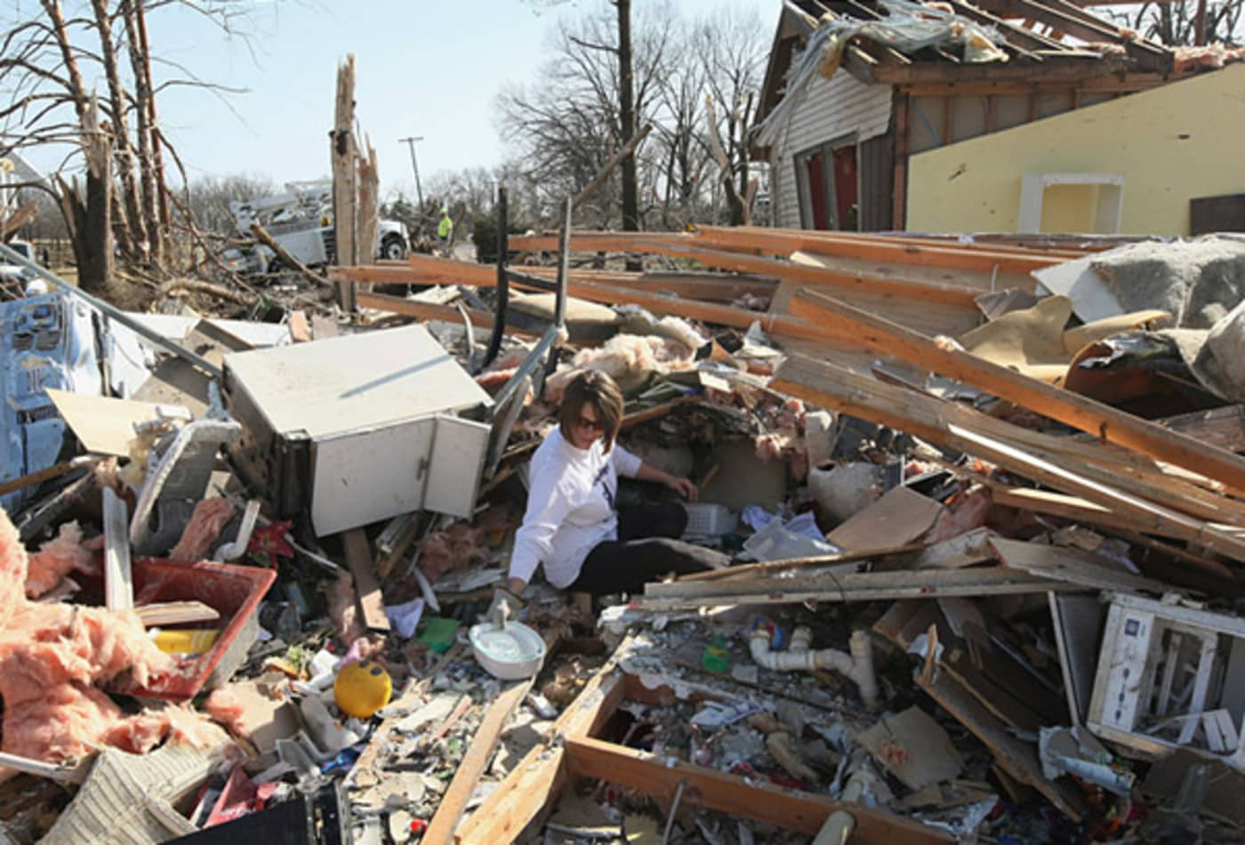scenes-from-the-midwest-tornadoes-harrisburg.jpg