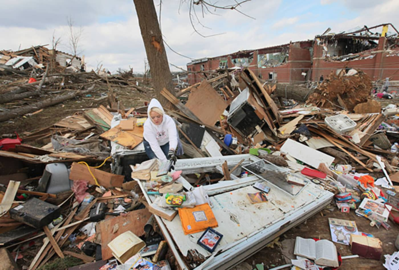 scenes-from-the-midwest-tornadoes-woman-salvaging.jpg
