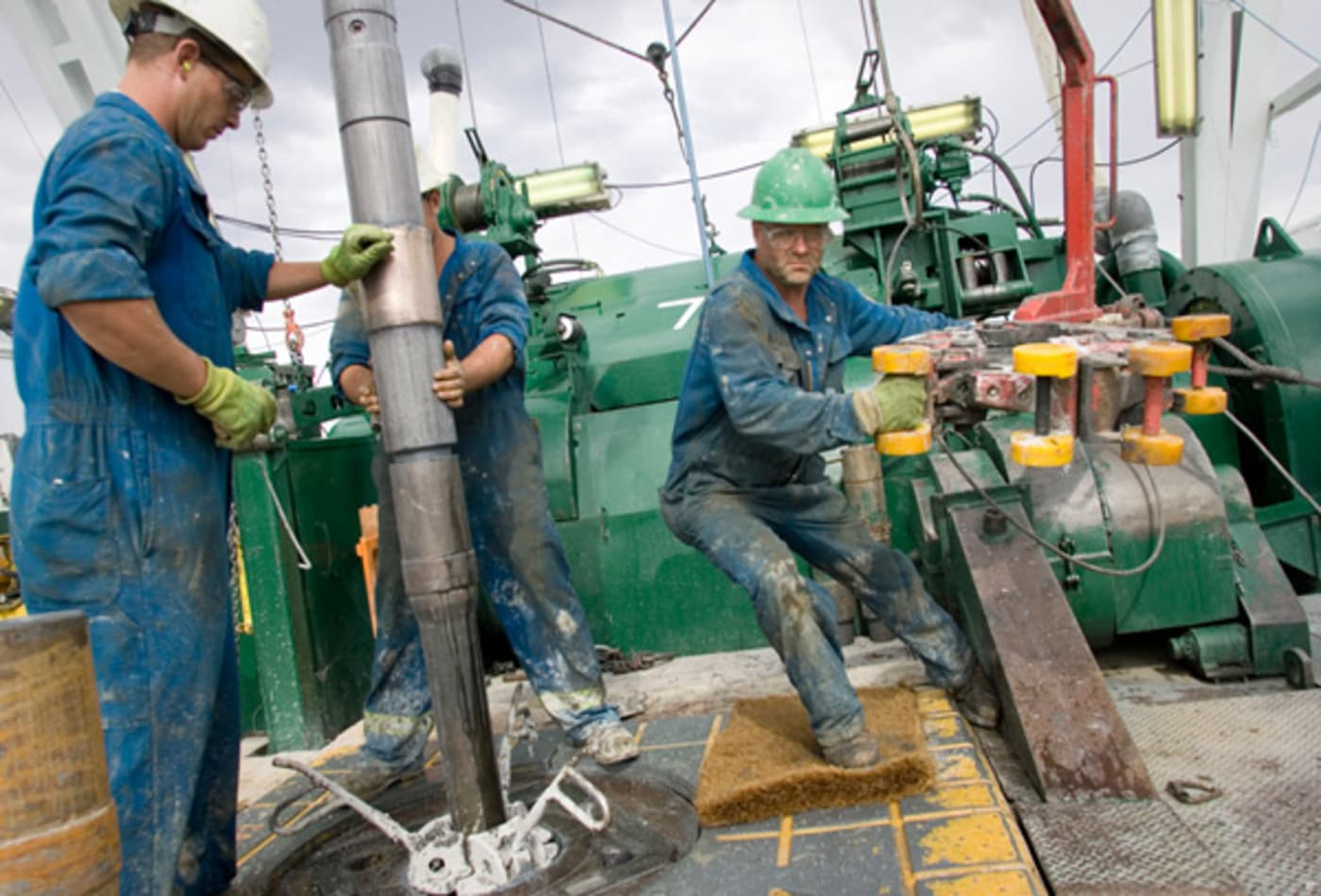 worst-jobs-2012-oil-rig-worker.jpg