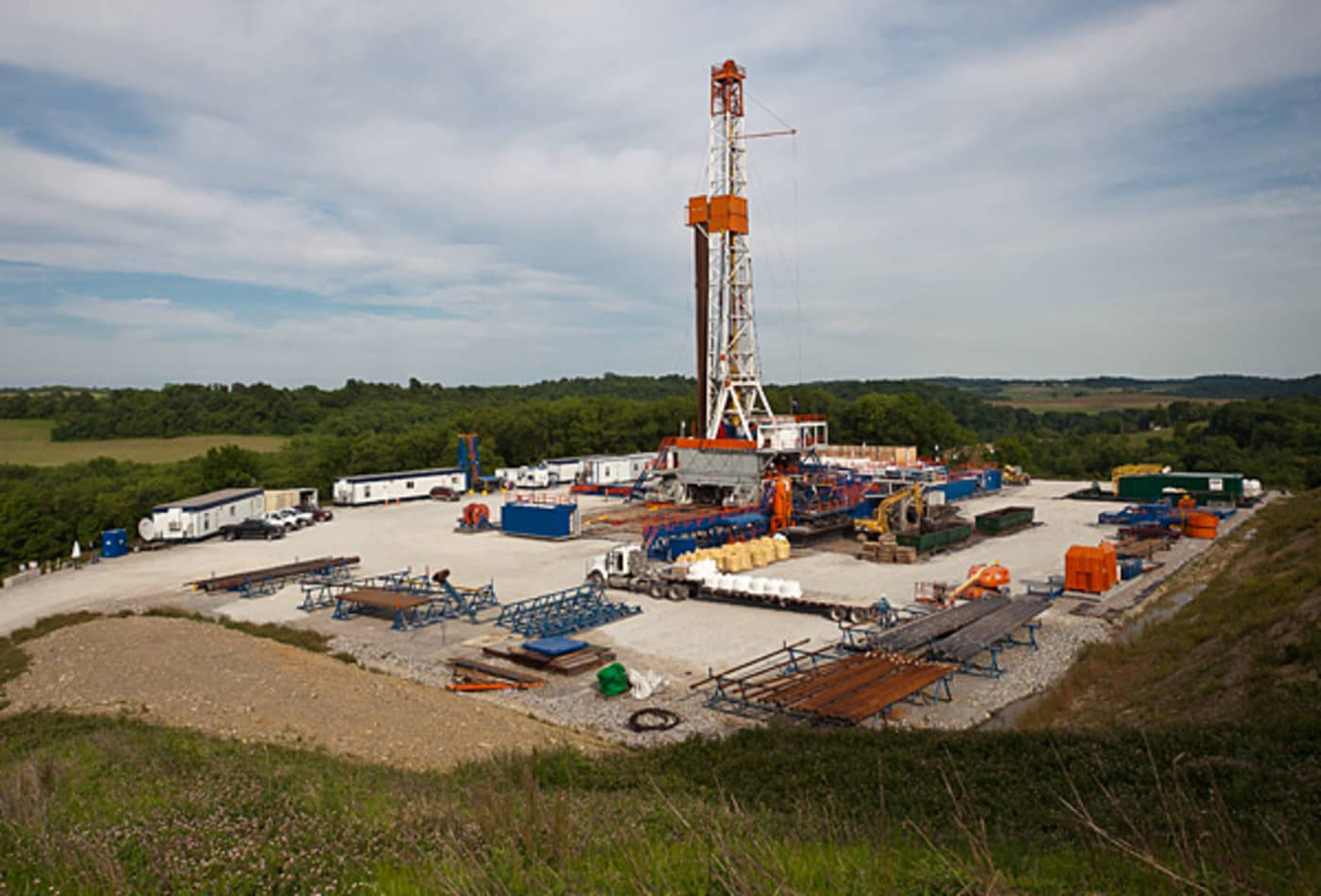 Nat-gas-fracking-the-well.jpg