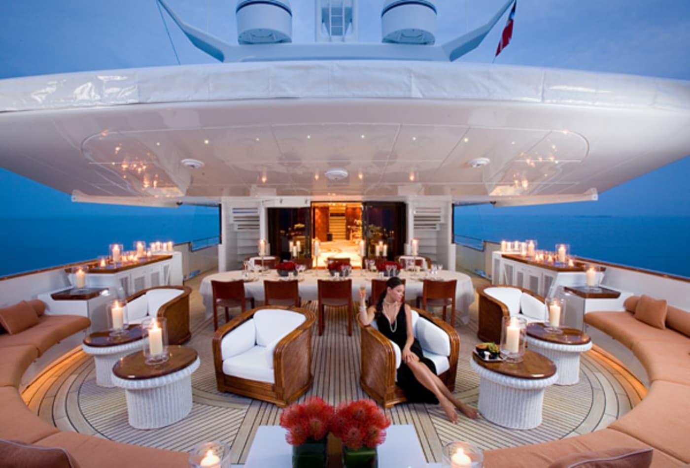 Yachts-at-a-discount-badgirl-interior.jpg