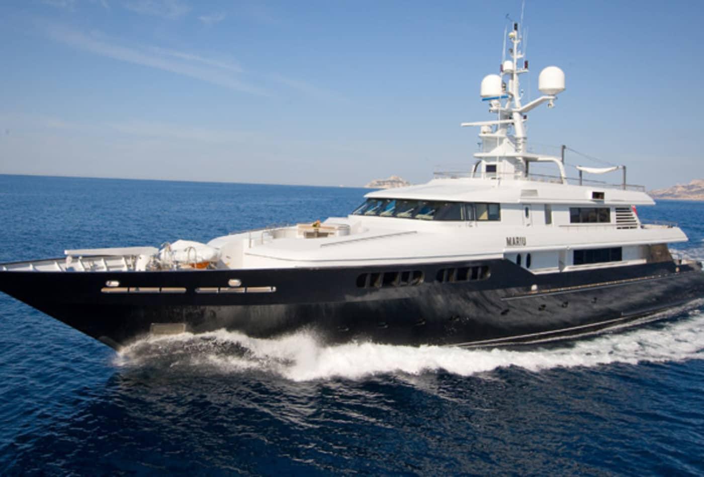 Yachts-at-a-discount-running.jpg
