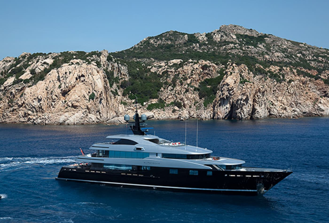 Yachts-at-a-discount-slipstream-exterior.jpg