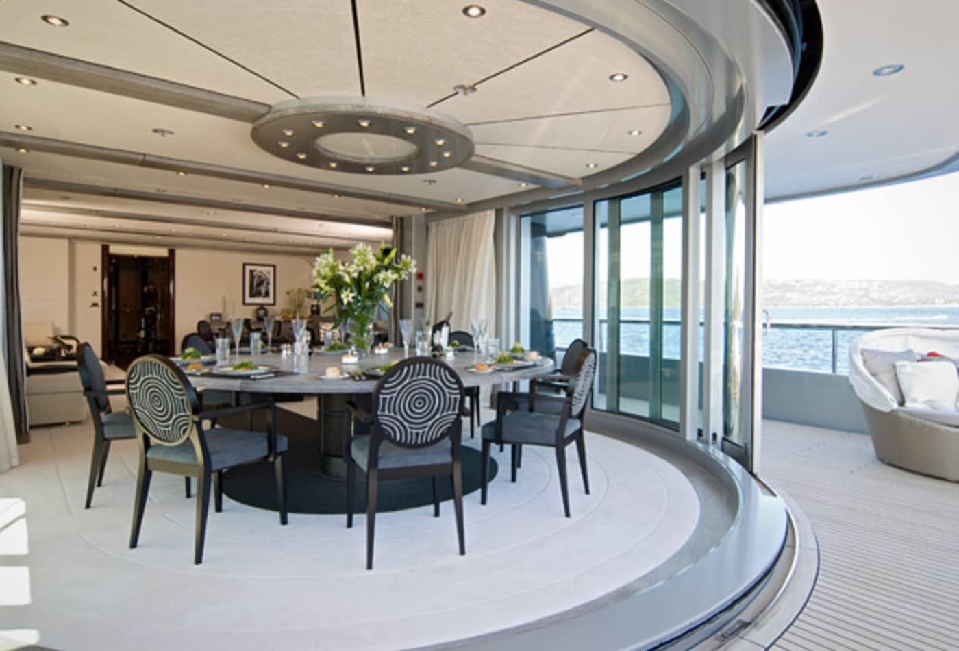 Yachts-at-a-discount-slipstream-interior.jpg